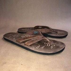 KEEN Size 8 LEATHER FLIP FLOP SANDALS EUC NS13